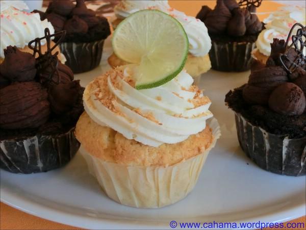 comp_CR_CIMG1175_Key_Lime_Coconut_Cupcakes