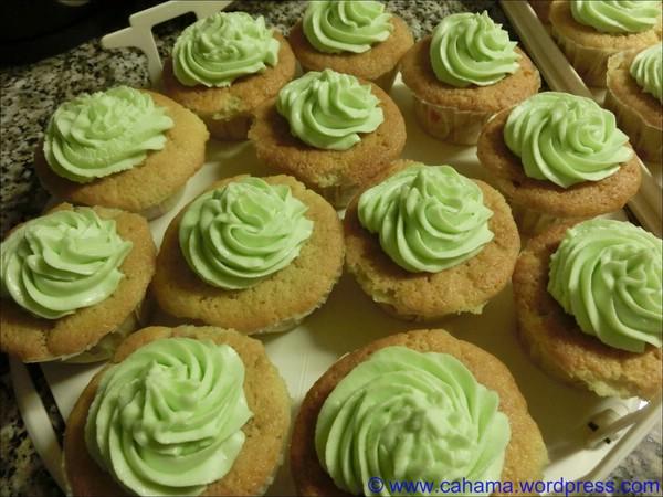 comp_CR_CIMG3470_RhabarberCupcakes