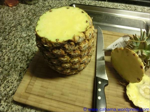 comp_CR_CIMG6230_Ananas_vorbereiten
