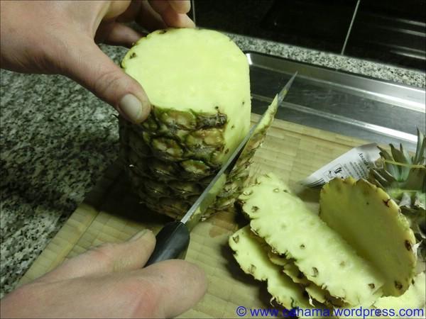 comp_CR_CIMG6234_Ananas_vorbereiten