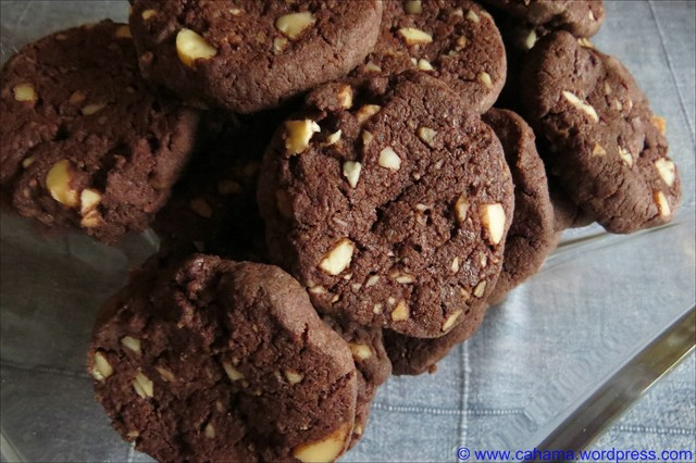 comp_CR_IMG_7163_WorldPeace_Macadamia_Cookies