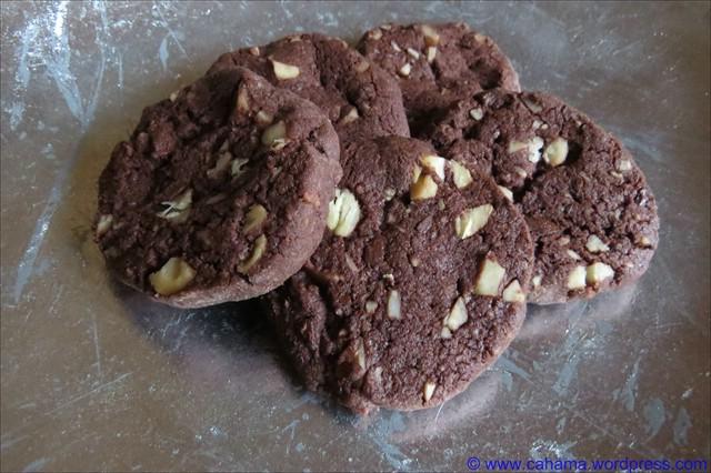 comp_CR_IMG_7171_WorldPeace_Macadamia_Cookies